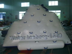Icerbeg inflable del agua
