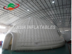 Carpa inflable con túnel.