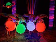 Pelota inflable interactiva con luz led.